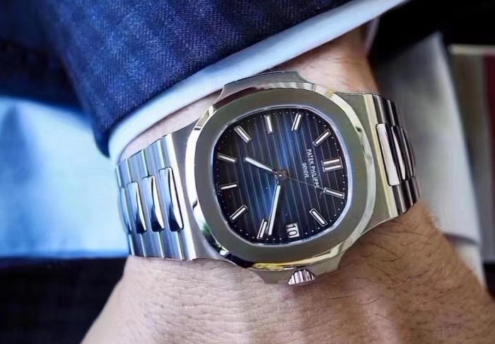 一只公价20几万的量产钢表可以卖到70万了?