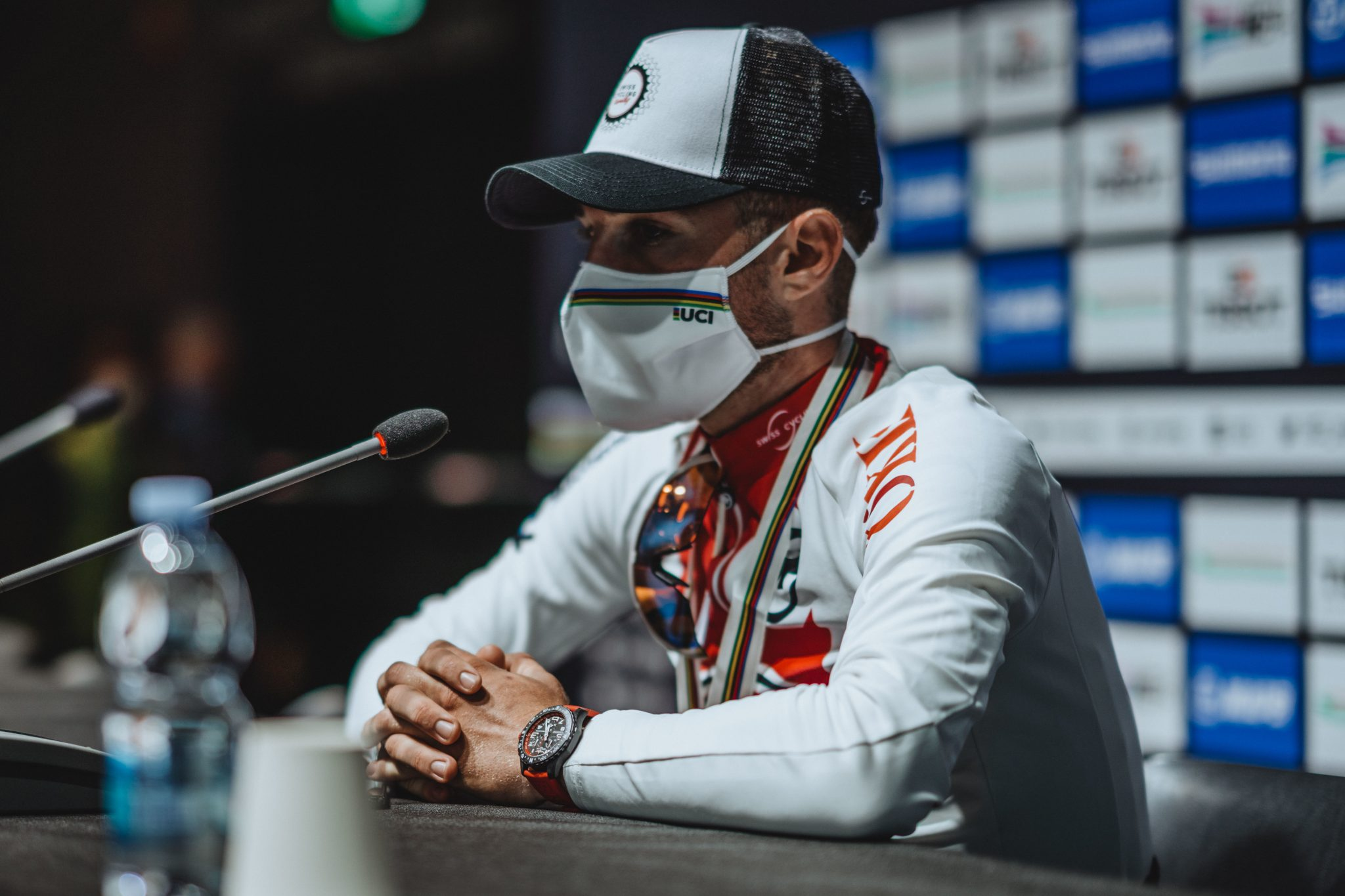06_marc-hirschi-with-his-red-breitling-endurance-pro-at-the-2020-uci-road-world-cycling-championships-in-imola-it-2048x1365.jpg