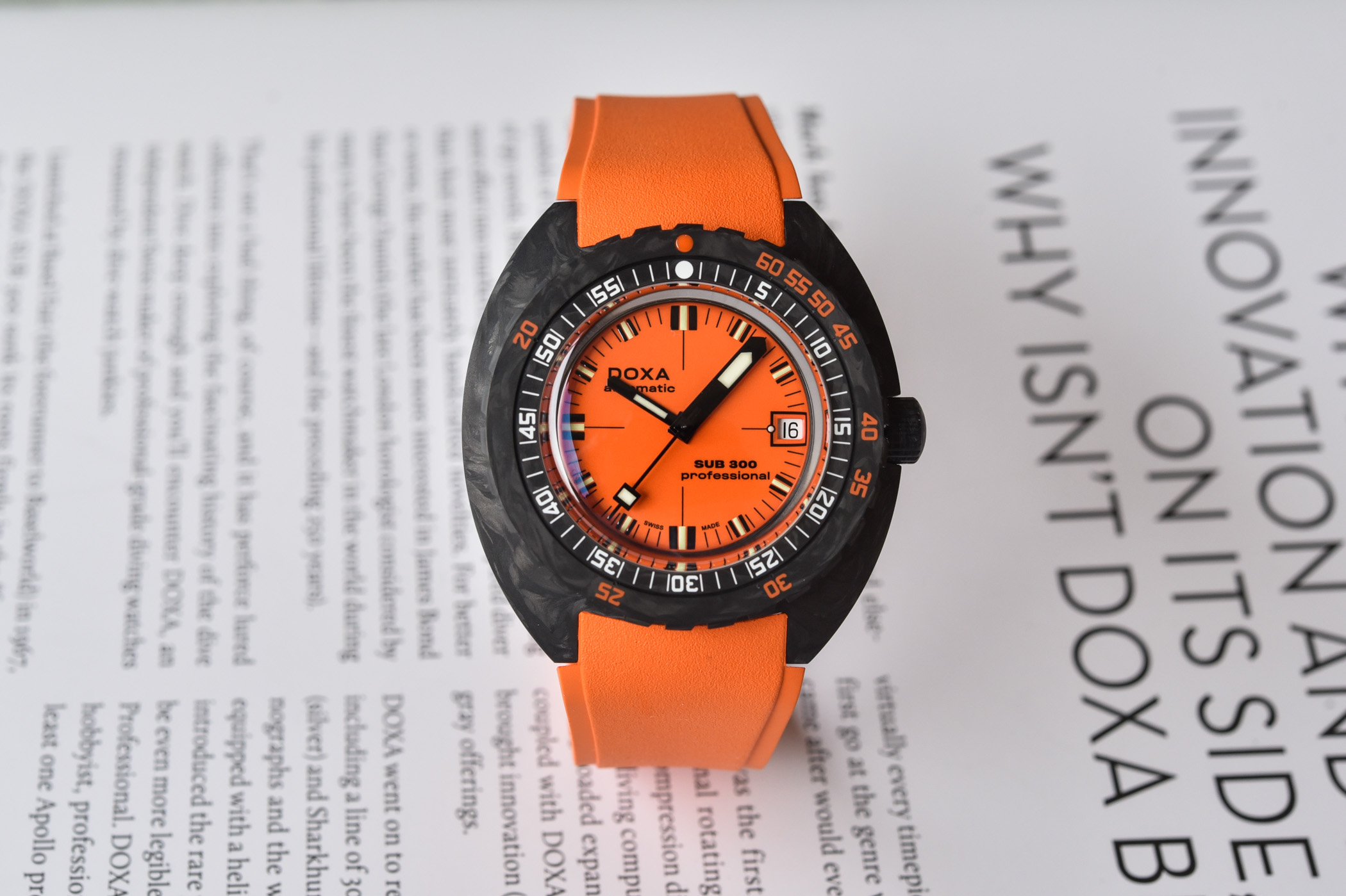 Doxa-SUB-300-Carbon-COSC-Collection-2021-review-12.jpg