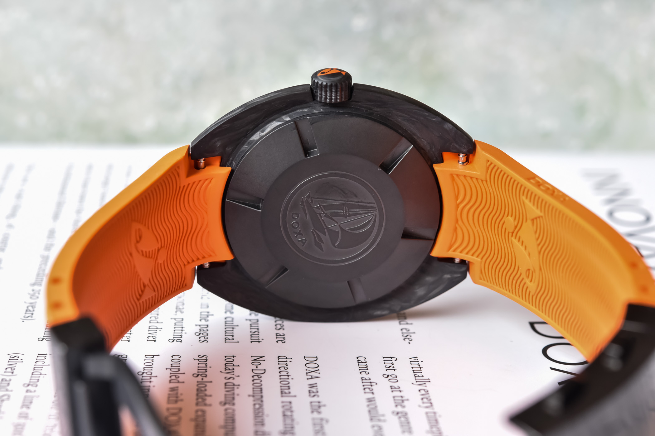 Doxa-SUB-300-Carbon-COSC-Collection-2021-review-2.jpg