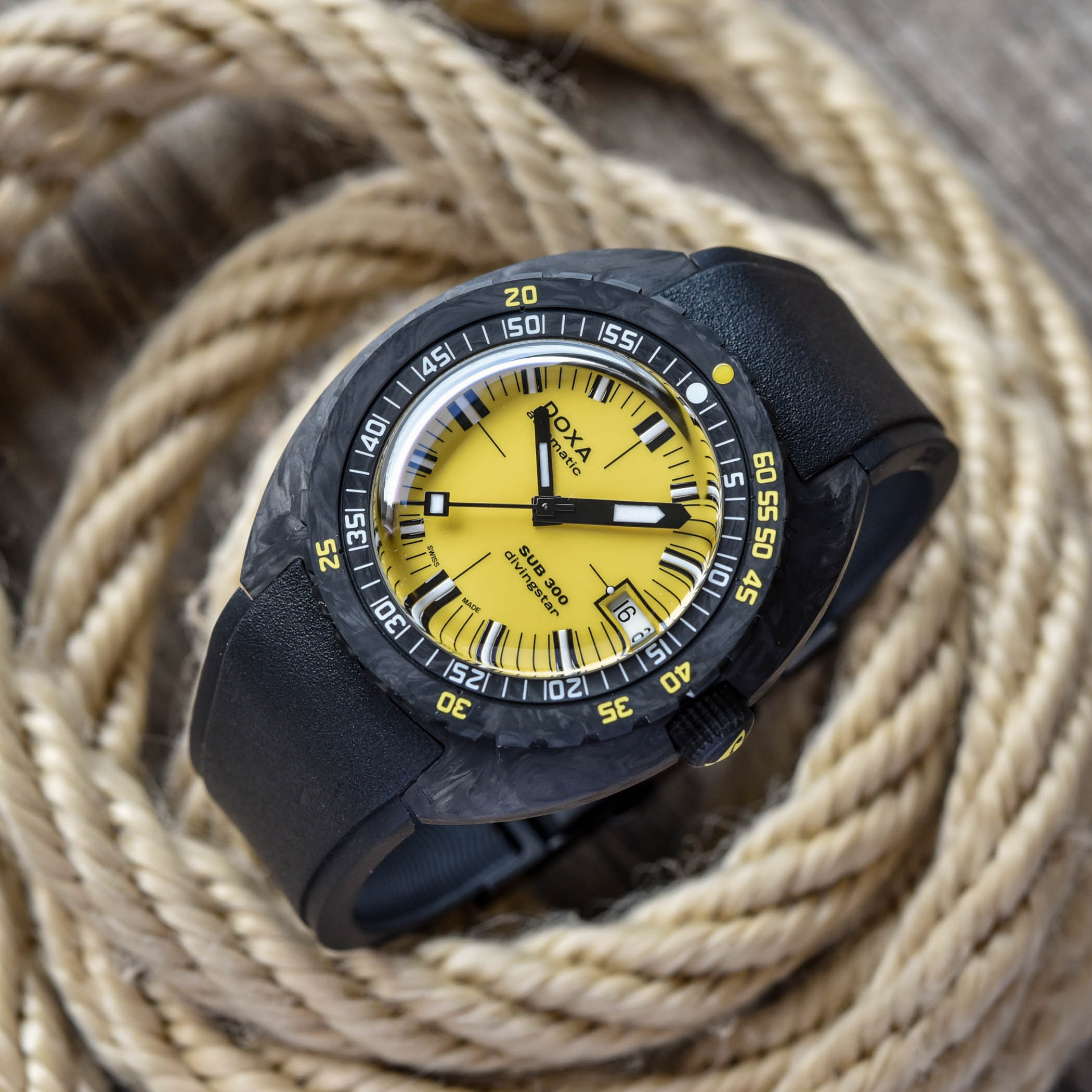 Doxa-SUB-300-Carbon-COSC-Collection-2021-review-8.jpg
