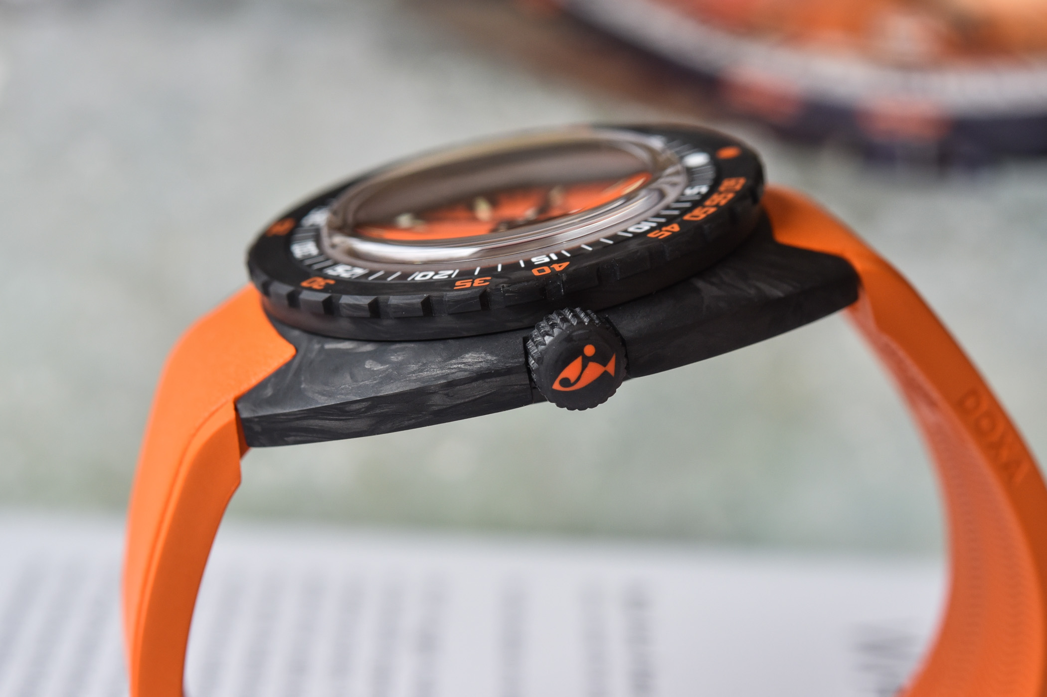 Doxa-SUB-300-Carbon-COSC-Collection-2021-review-1.jpg