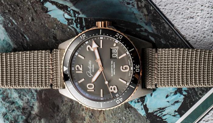 格拉苏蒂原创 SeaQ大日历,灰色盘高级好看 丨 大腕钟表新媒体原创