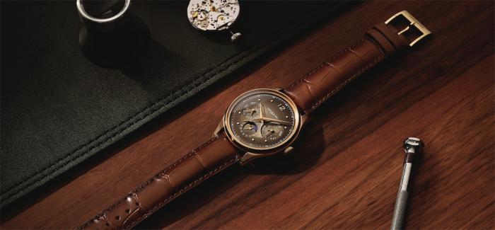 万宝龙自制全新棕色设计万年历腕表