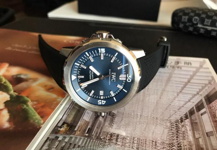 三四万块钱买手表的话,可以多看看IWC万国和欧米茄