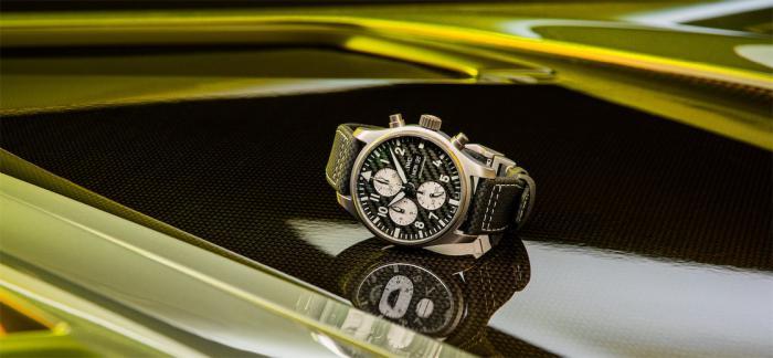 沙夫豪森IWC万国表与长期合作伙伴梅赛德斯-AMG 联合发布全新计时腕表