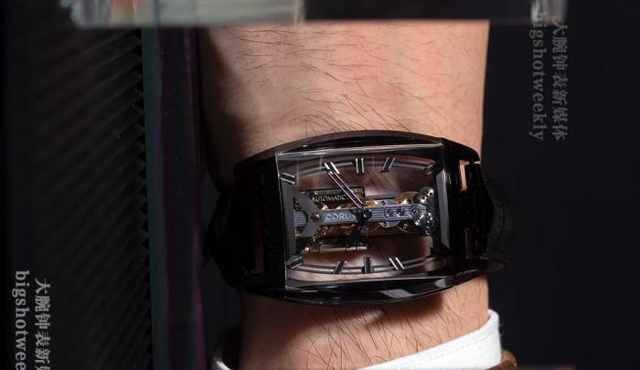 时间之桥的黑色演绎,Corum昆仑表黑色DLC钛金属自动金桥腕表,限量50枚 丨 大腕钟表新媒体