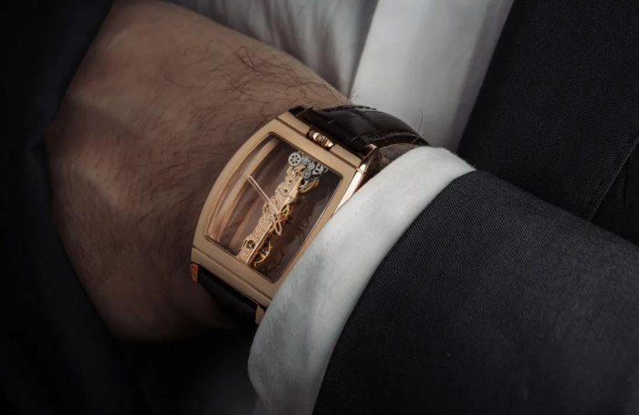来,说说你是如何喜欢上钟表的?