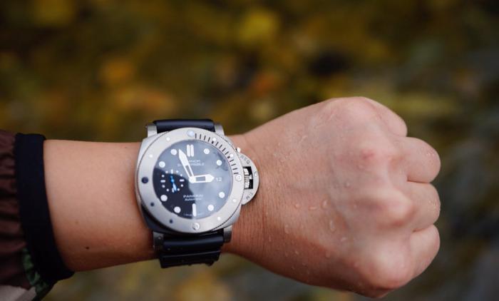 夏日炎炎,32岁的精神小伙儿,适合戴什么手表?