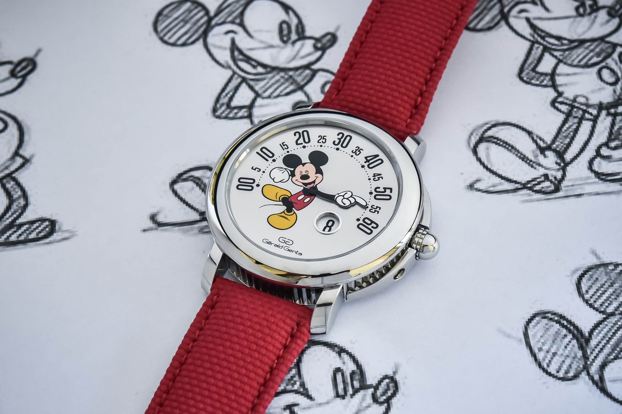 2021-Gerald-Genta-Arena-Retrograde-with-Smiling-Disney-Mickey-Mouse-Limited-Edition-103613-review-5.jpg