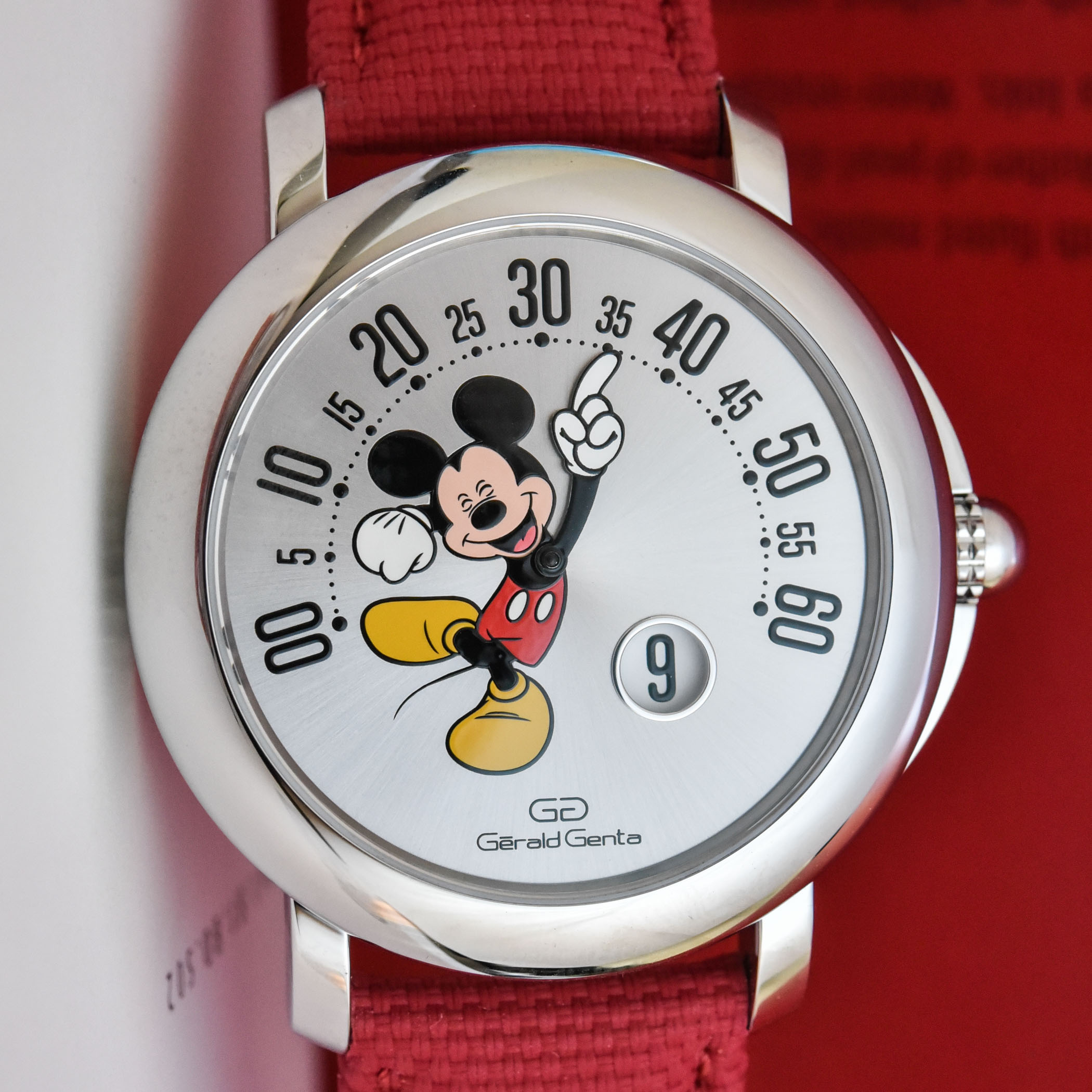 2021-Gerald-Genta-Arena-Retrograde-with-Smiling-Disney-Mickey-Mouse-Limited-Edition-103613-review-3.jpg