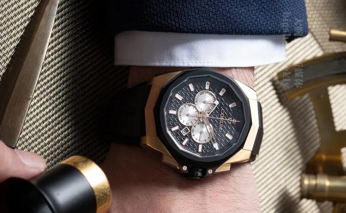 经典三眼计时的升级,双材质混搭的Corum昆仑表海军上将45自动计时腕表欣赏 丨 大腕钟表新媒体