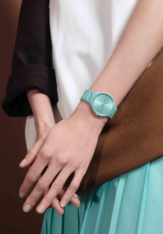 雷达真薄系列幻彩高科技陶瓷腕表
