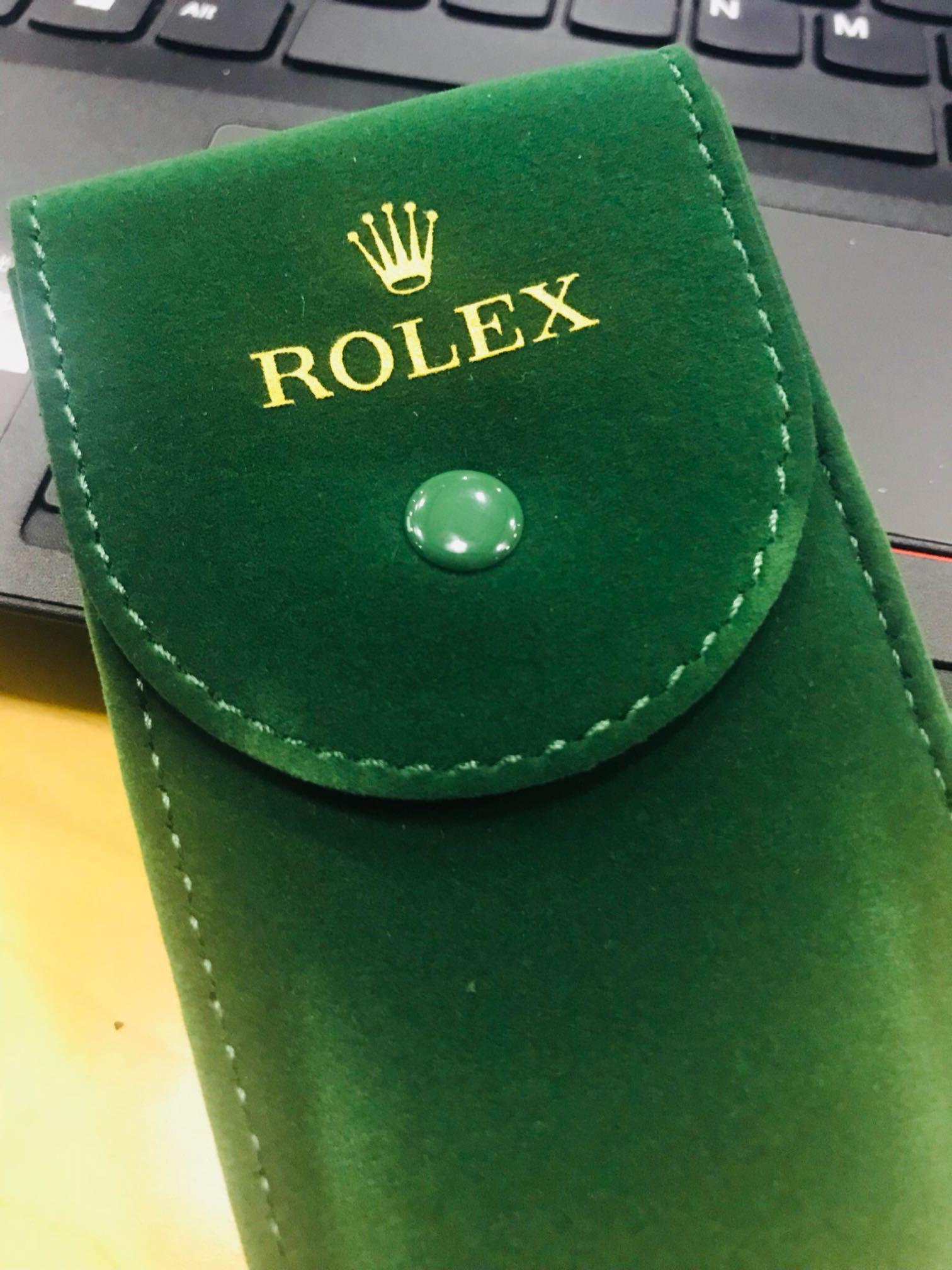 今天到劳服取保养的表,送了个表袋,显摆一下。