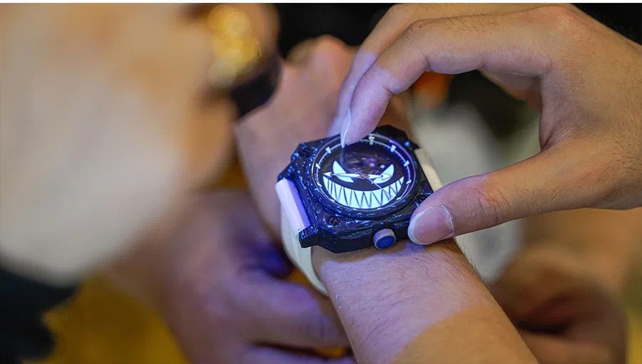 雷米格夜店小王子来了,哈哈。驭光者腕表,最近整了一只这个,过一阵来个最快撩表给大家看看,还是挺有特色的。